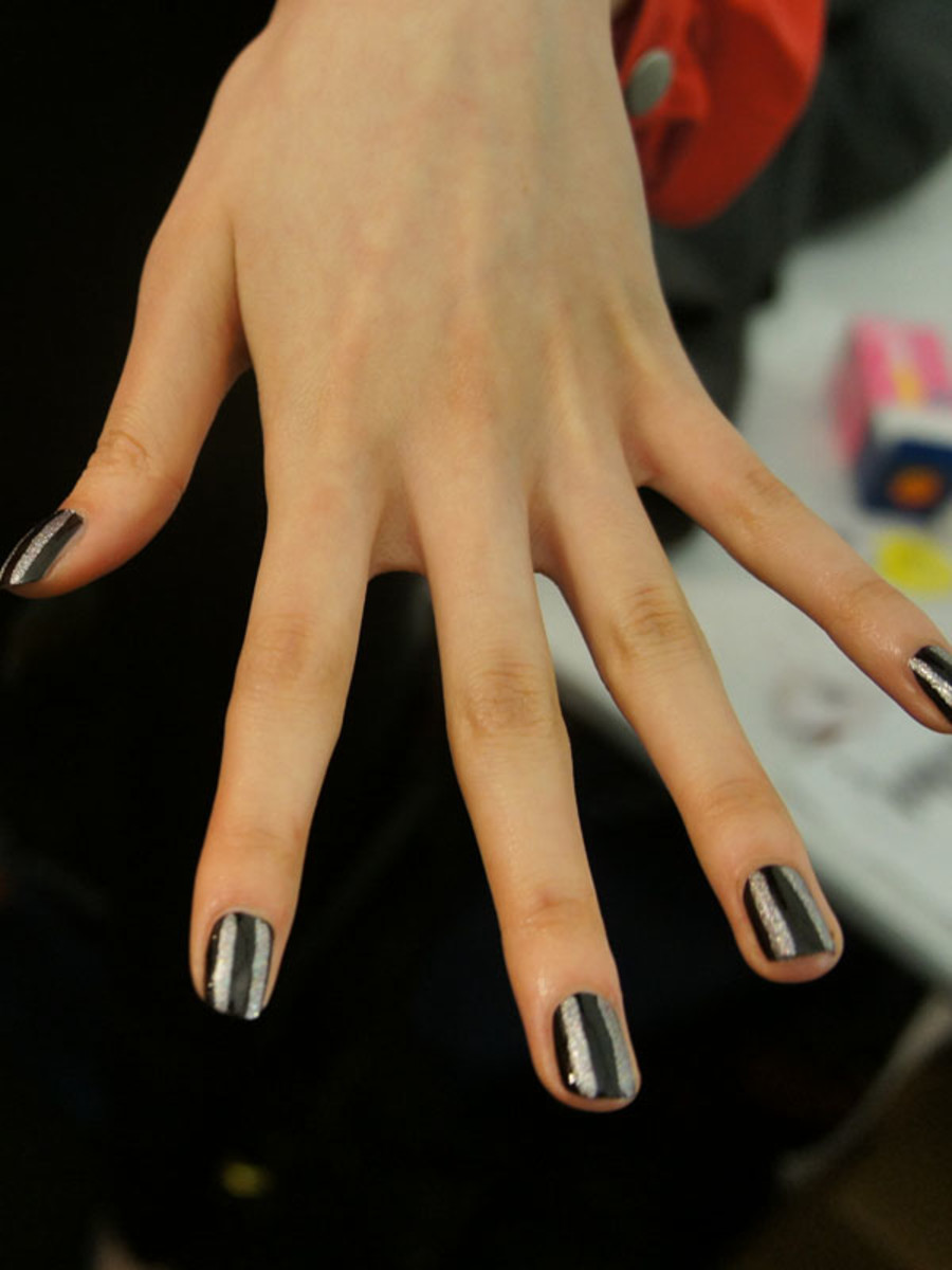 Betsey-Johnson-FW12-nails