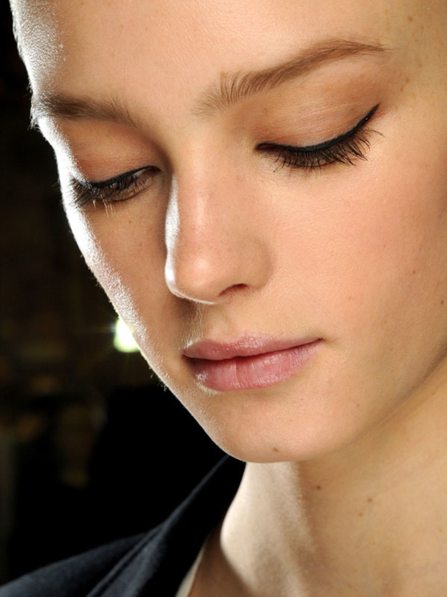 Stella-McCartney-Fall-2011-beauty