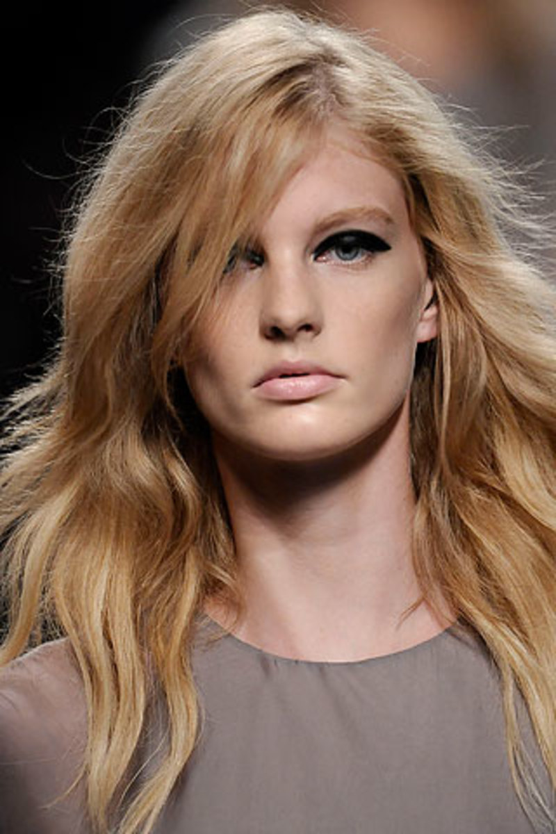 Valentino-Spring-2010-textured-hair