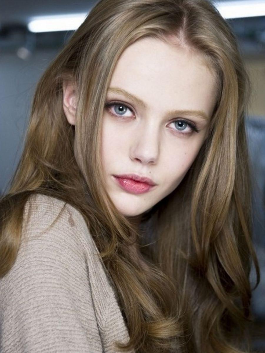 Frida Gustavsson ash blonde hair