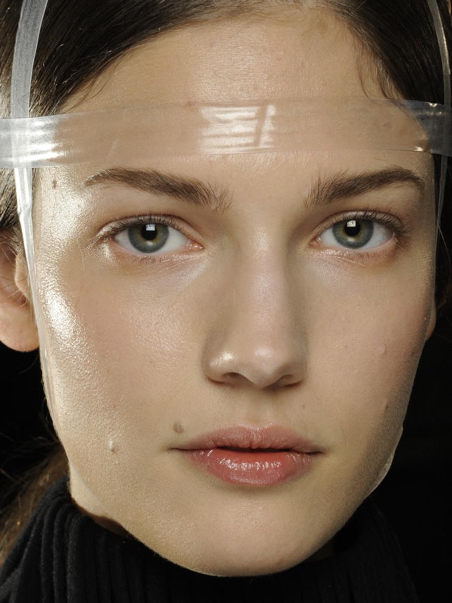 Gareth-Pugh-FW12-makeup
