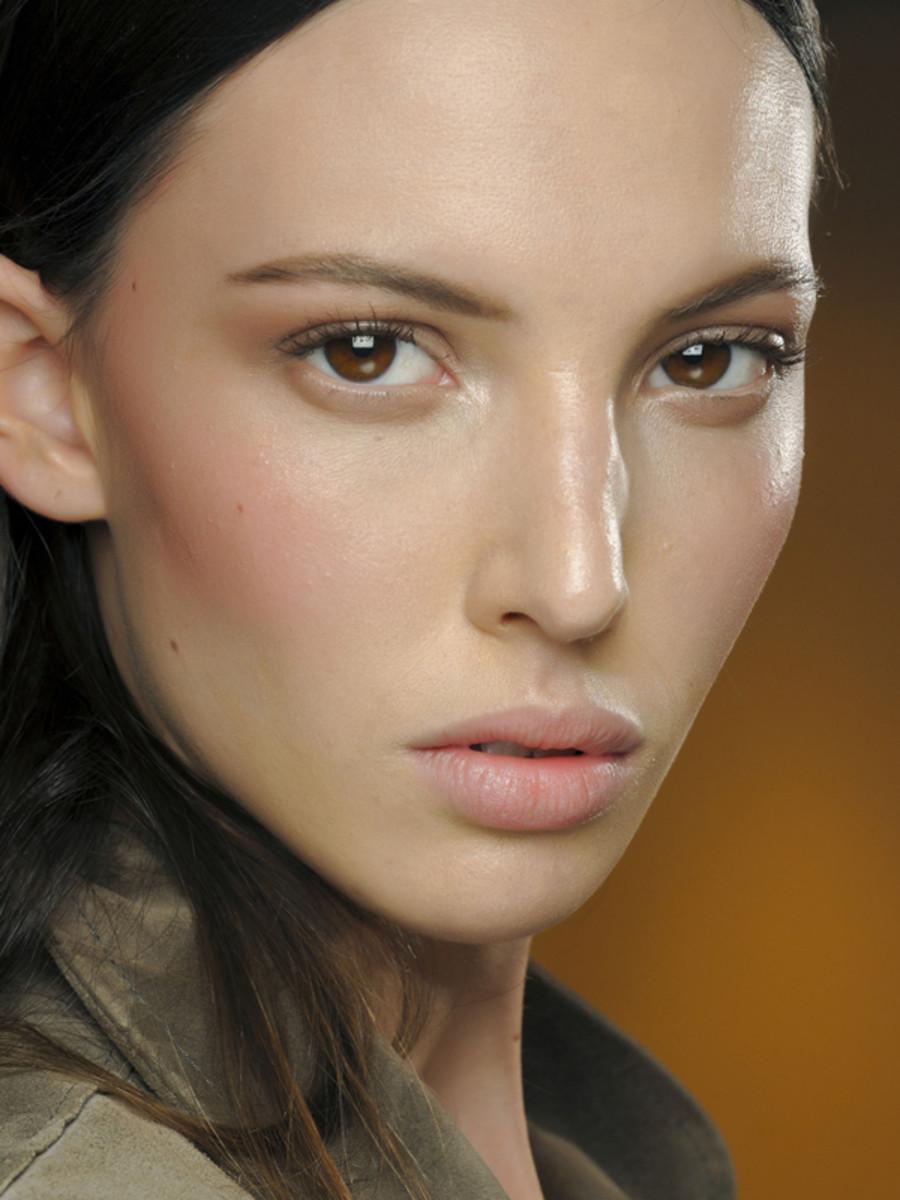 Versace Fall 2011 beauty