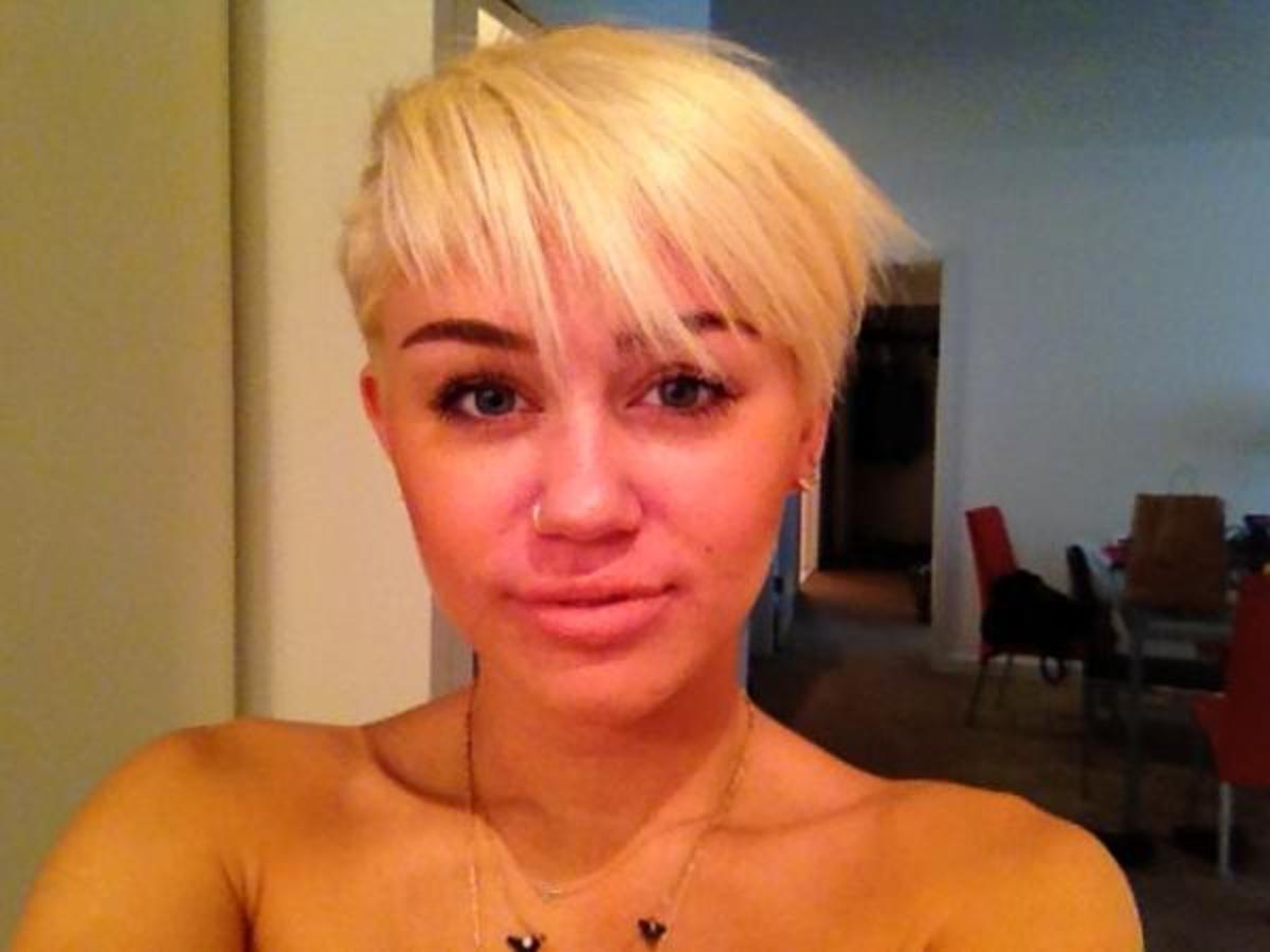 Miley Cyrus - short platinum hair