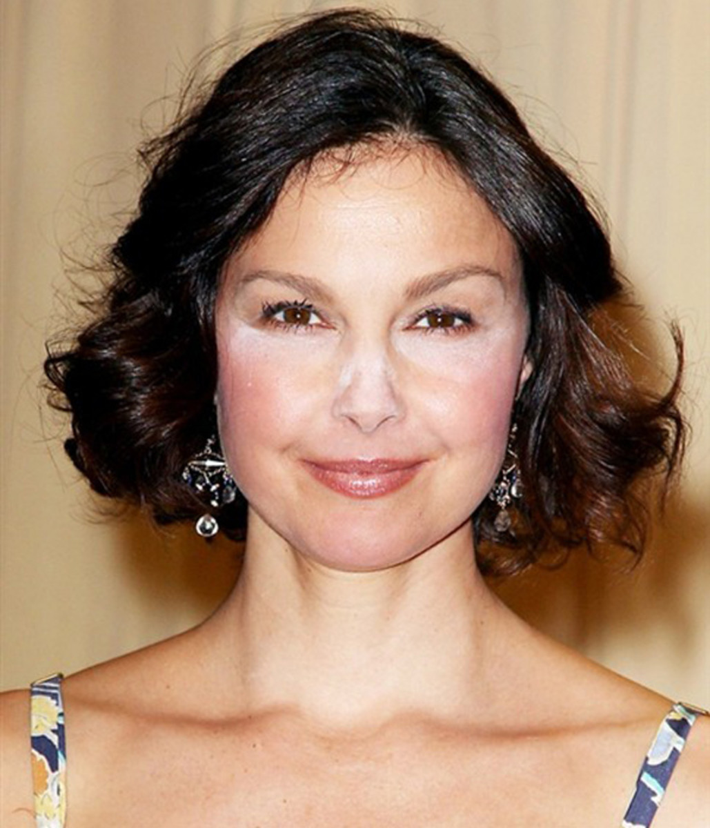 Ashley-Judd-white-powder