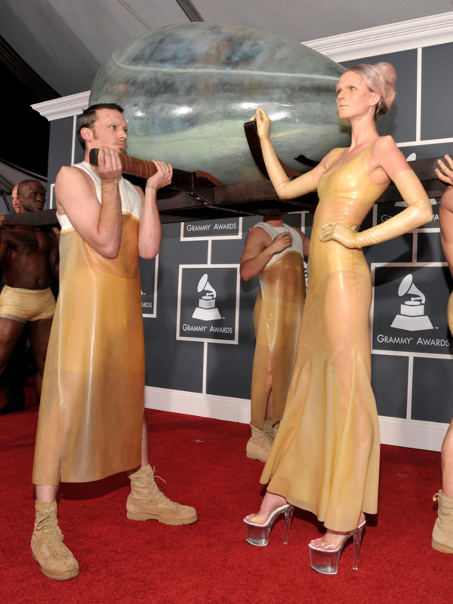 Lady-Gaga-2011-Grammy-Awards