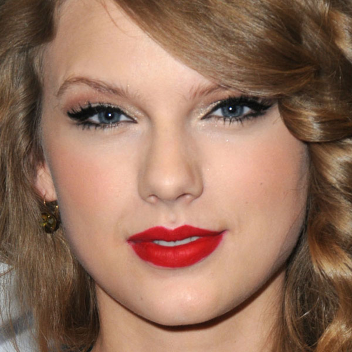 Taylor-Swift-CMA-Muxic-Festival-Press-Conference-in-Nashville-2011-2