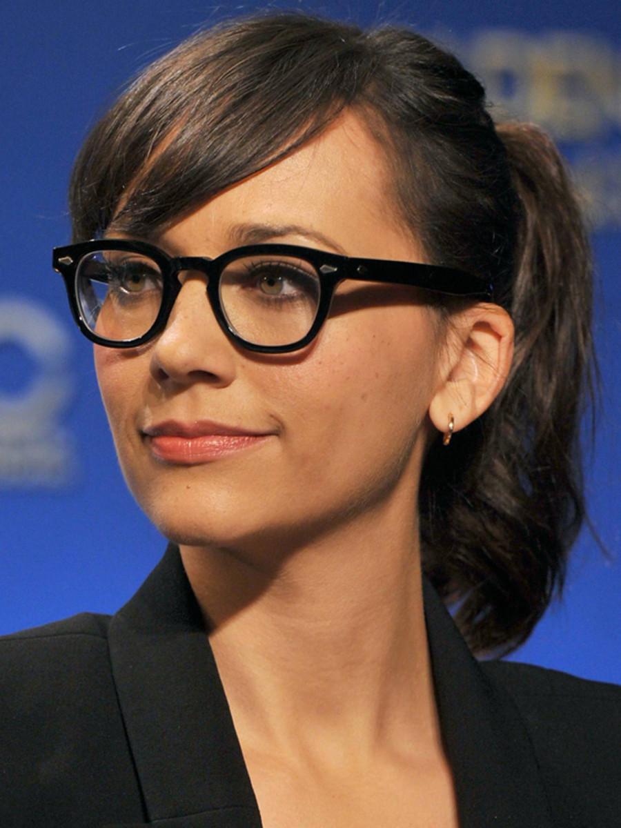 Rashida Jones glasses hairstyle