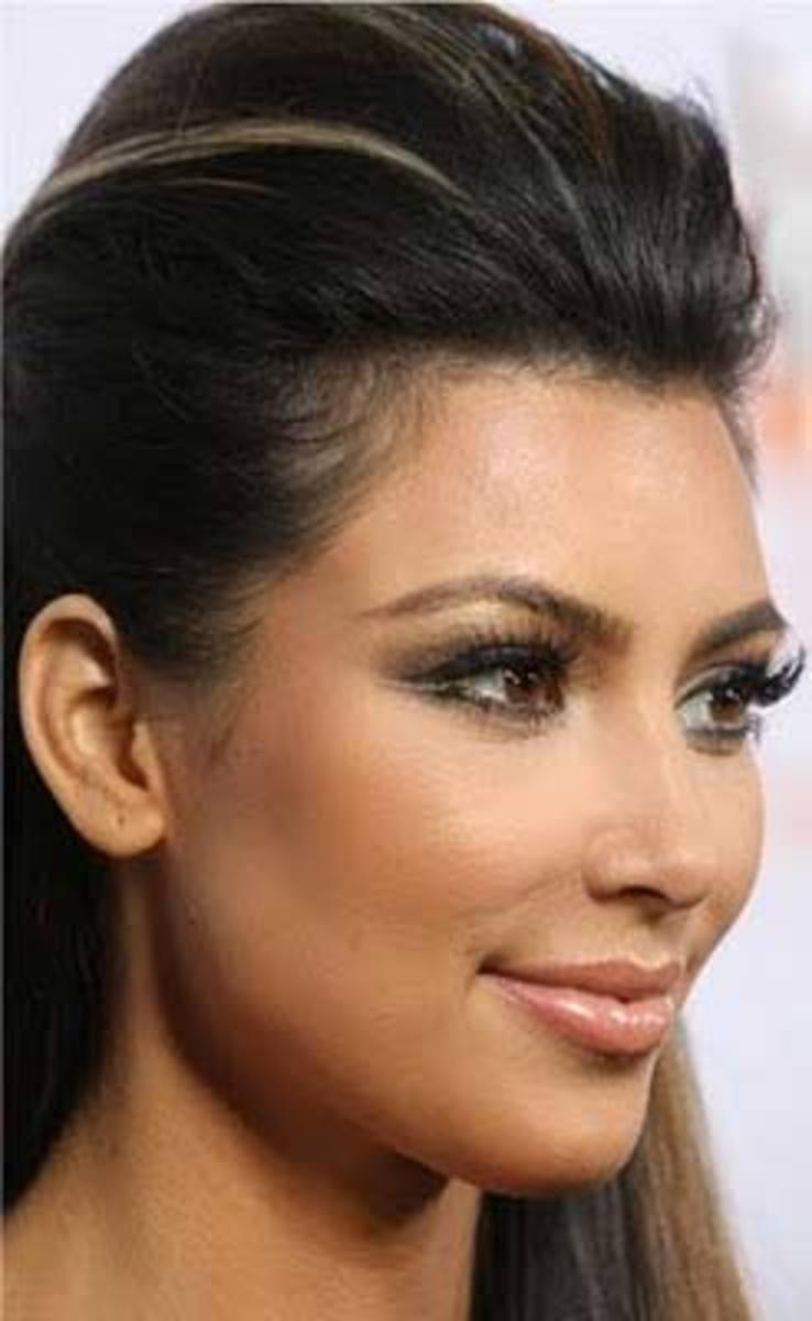 Kim-Kardashian-double-line-eyeliner