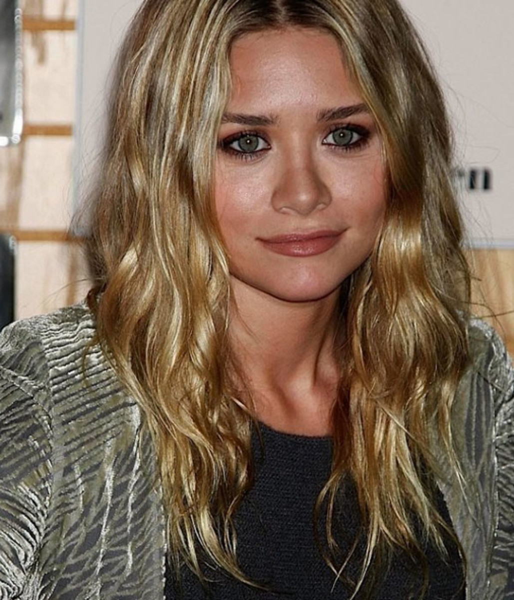 Mary-Kate-Olsen-2008-book-signing
