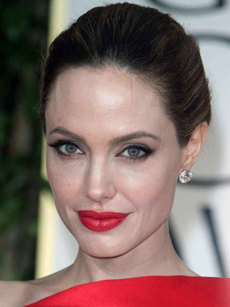 Golden-Globes-2012-Angelina-Jolie