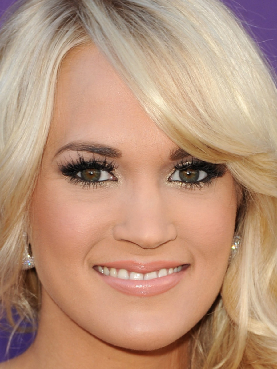 Carrie-Underwood-ACM-Awards-2012-close-up
