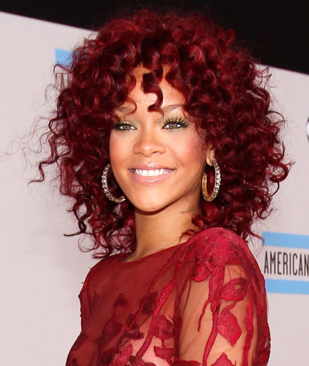 Rihanna-2010-AMAs