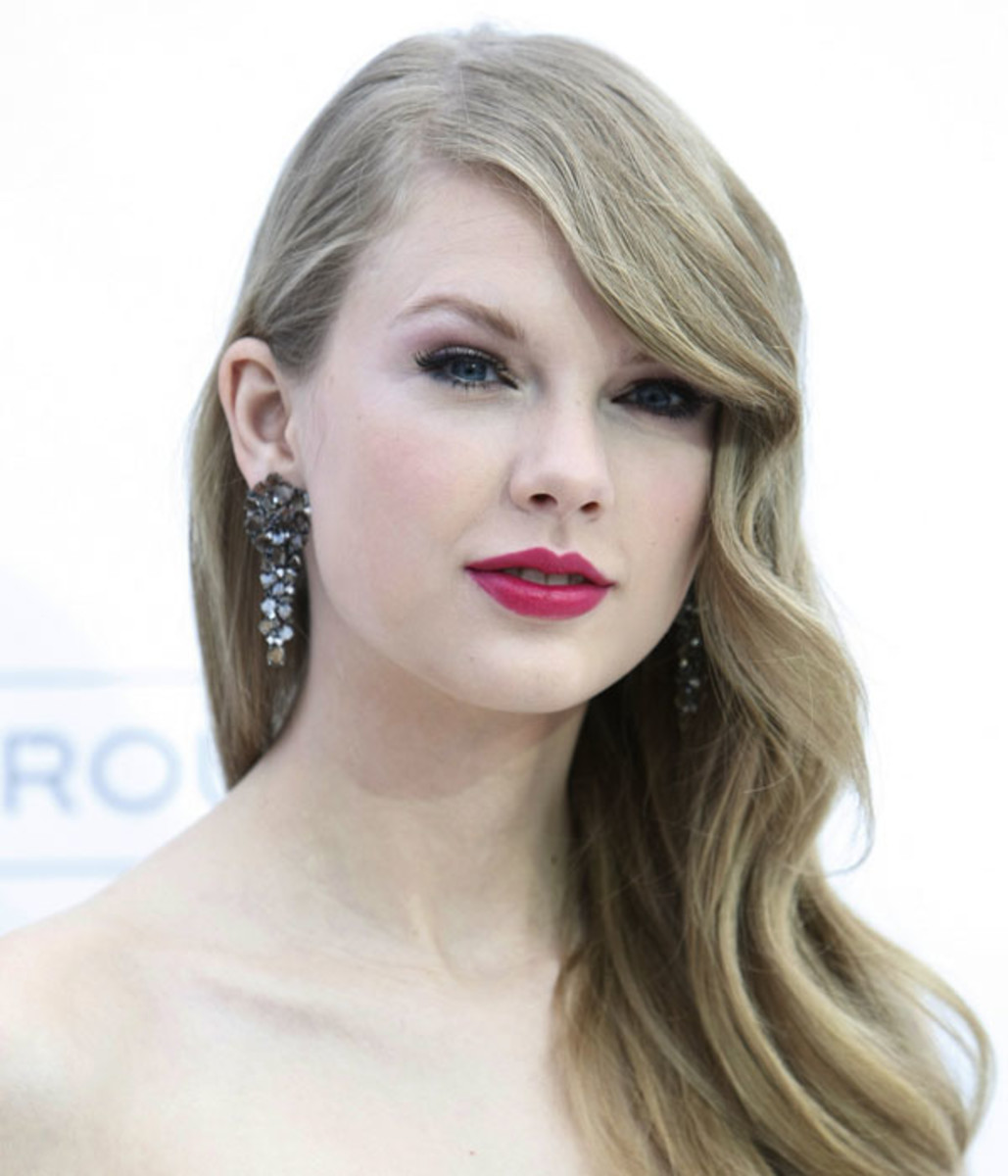 Taylor-Swift-Billboard-Music-Awards-2011