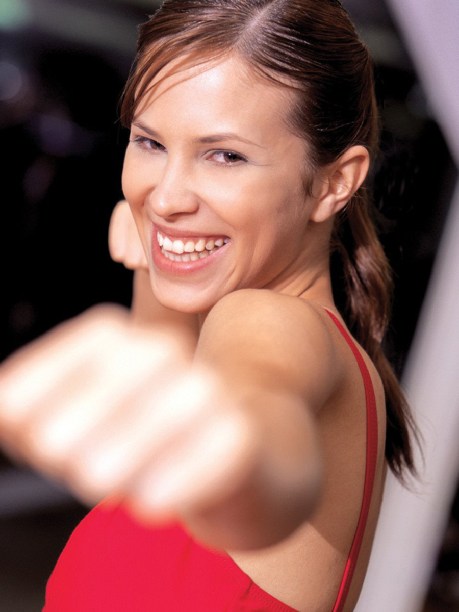 woman-doing-kickboxing