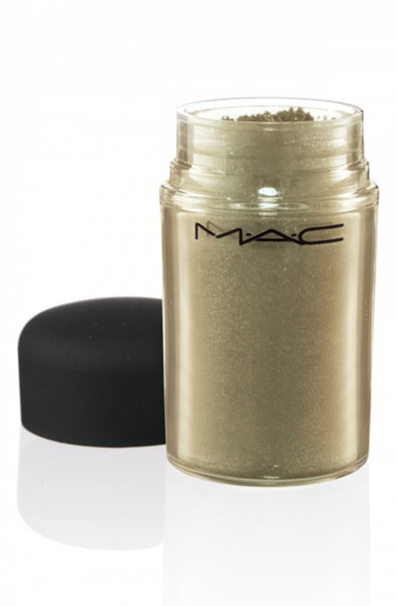 MAC Pigment in Old Gold