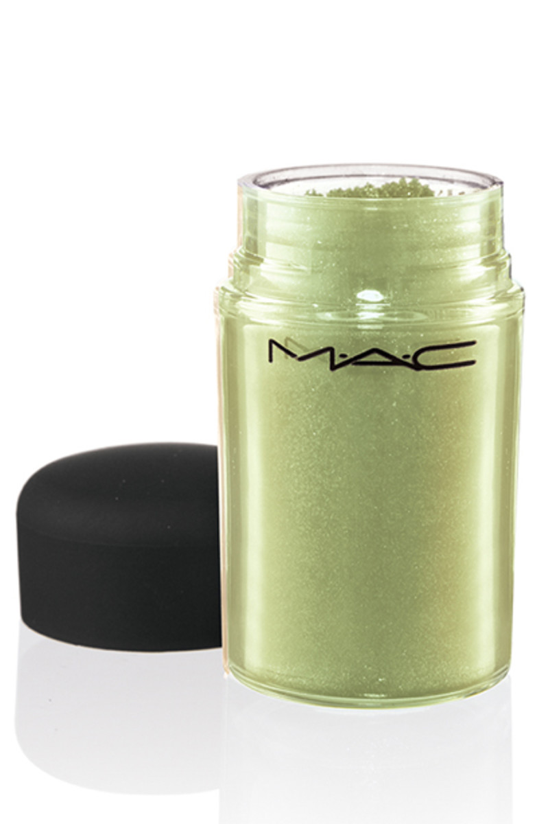 MAC Pigment in Kelly Green