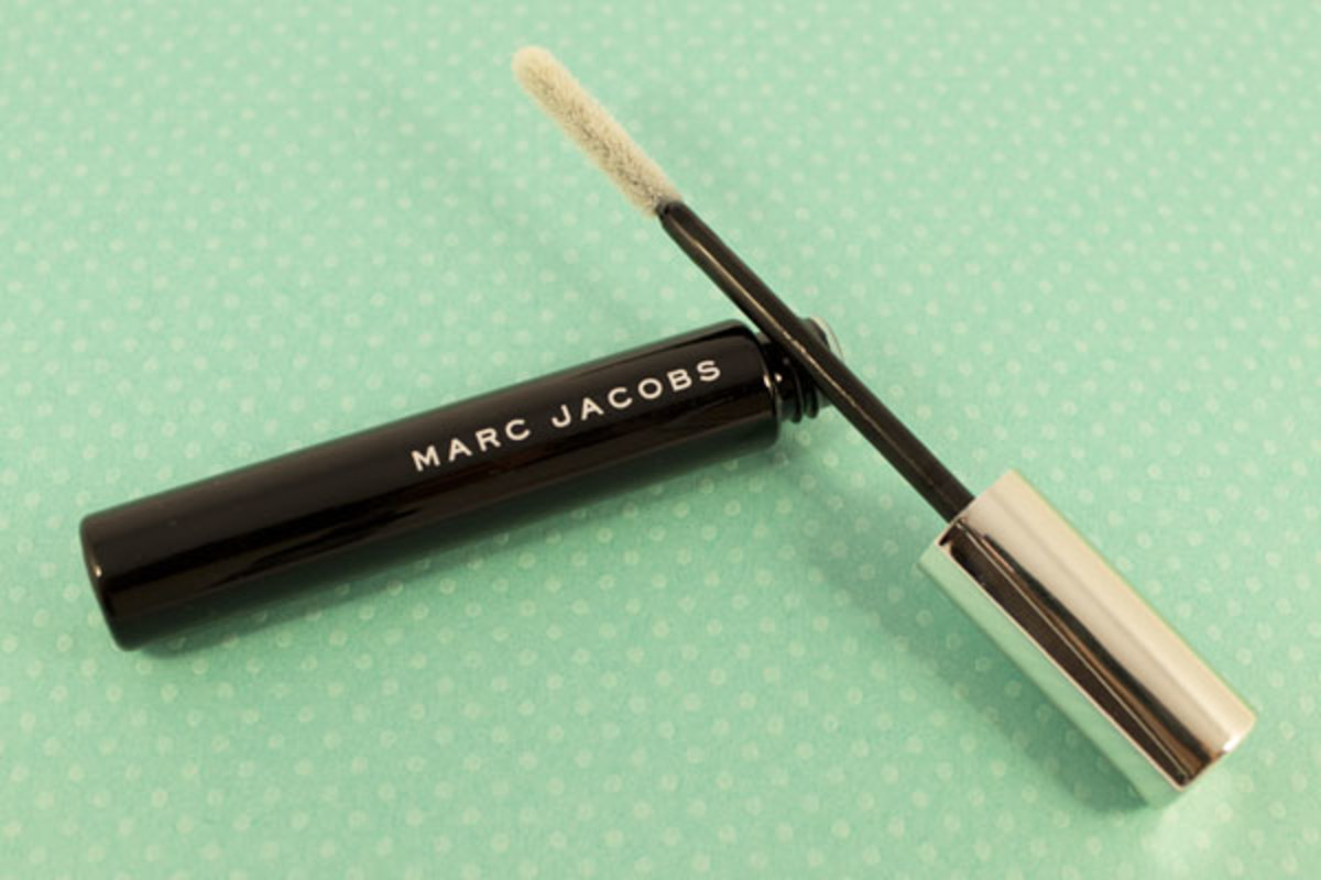 Marc Jacobs Brow Tamer Eyebrow Grooming Gel in Invisible