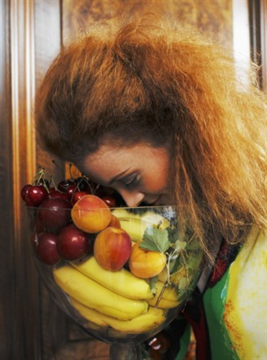 Model with fruit