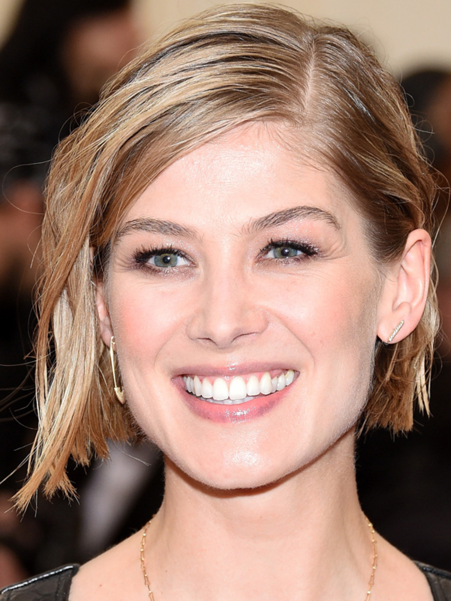84 of the Best Beauty Looks at the Met Gala - BeautyeditorRosamund Pike 2014