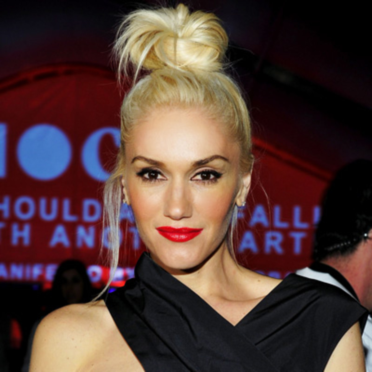 Gwen-Stefani-full-eyebrows