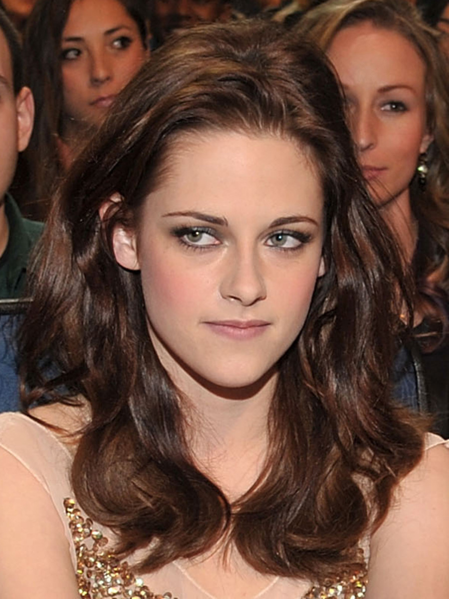 Kristen-Stewart-Peoples-Choice-Awards-Jan-2011
