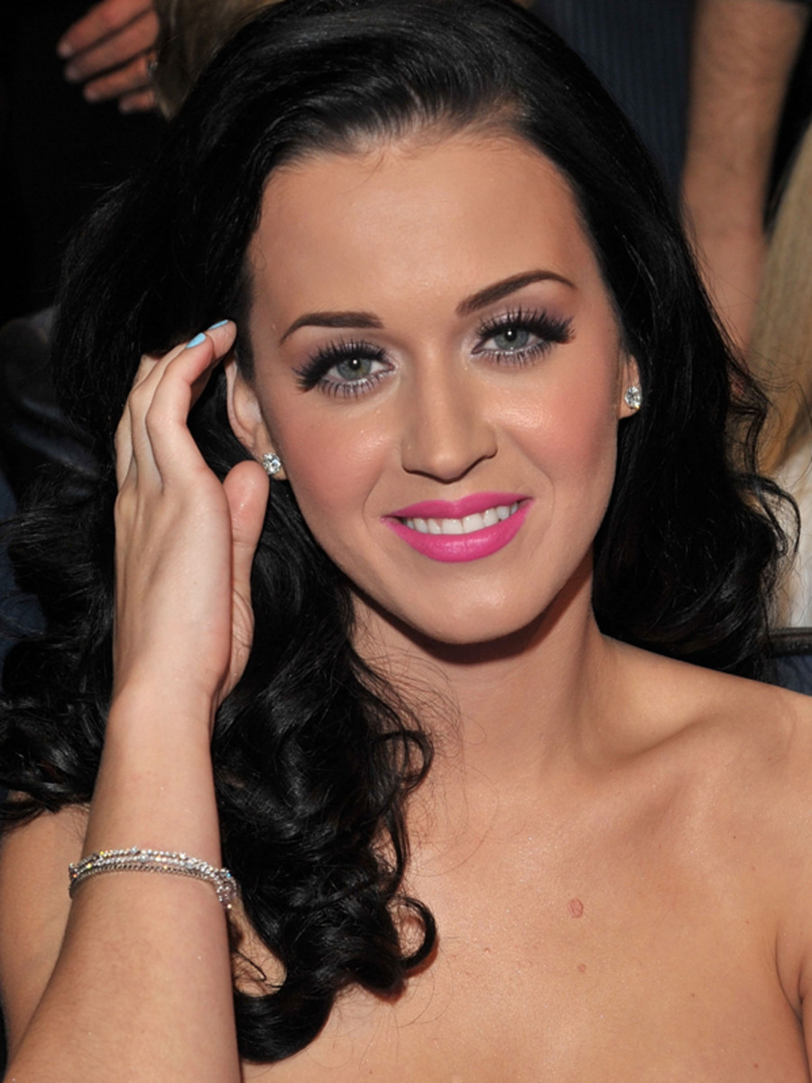 Katy-Perry-Peoples-Choice-Awards-Jan-2011