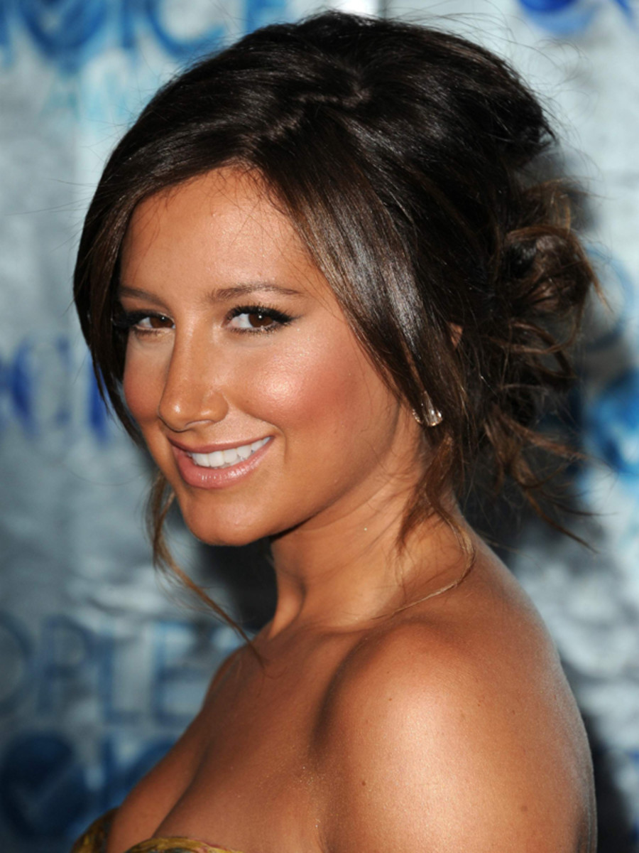 Ashley-Tisdale-Peoples-Choice-Awards-Jan-2011