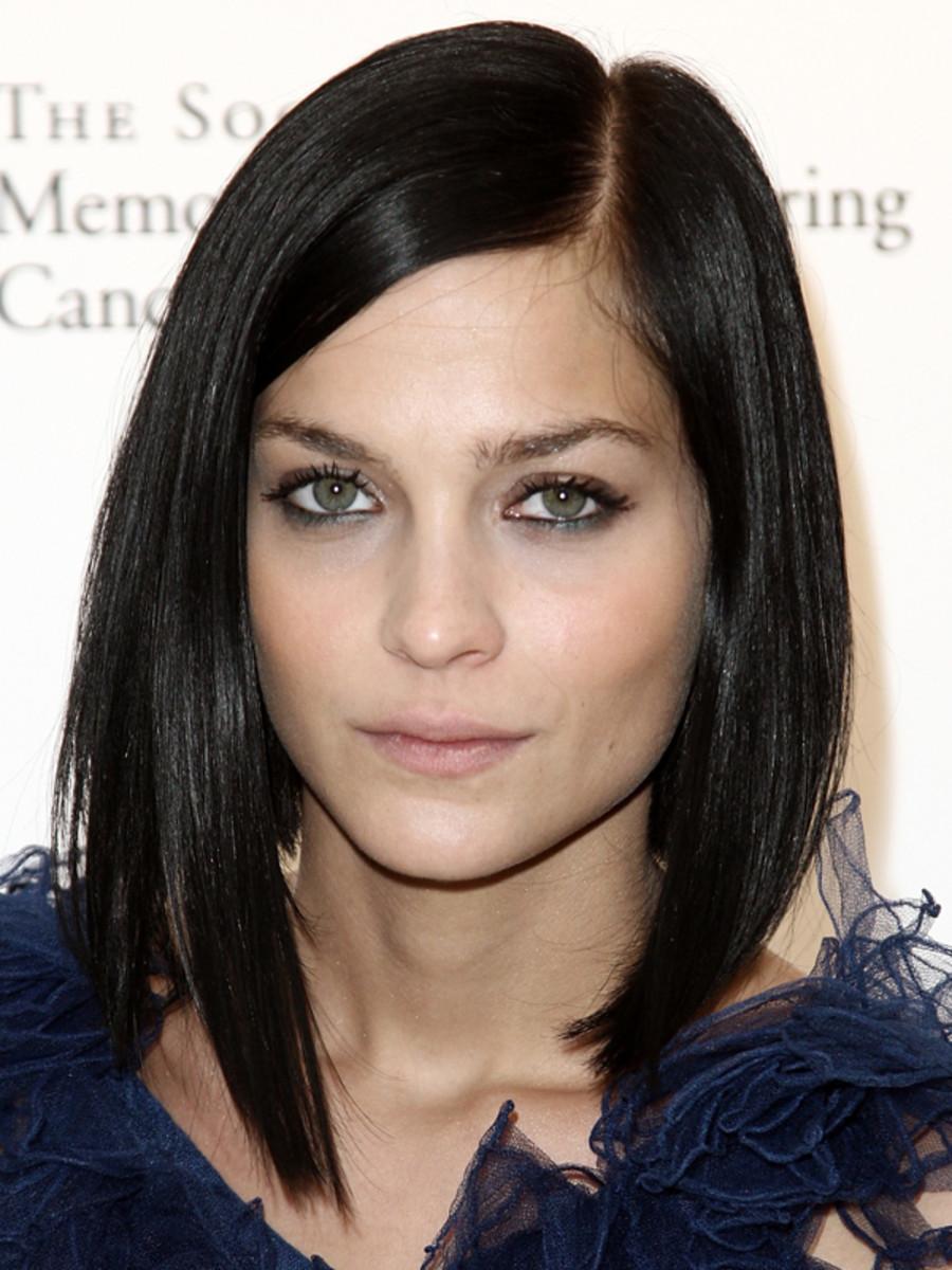 Leigh Lezark - medium length hair