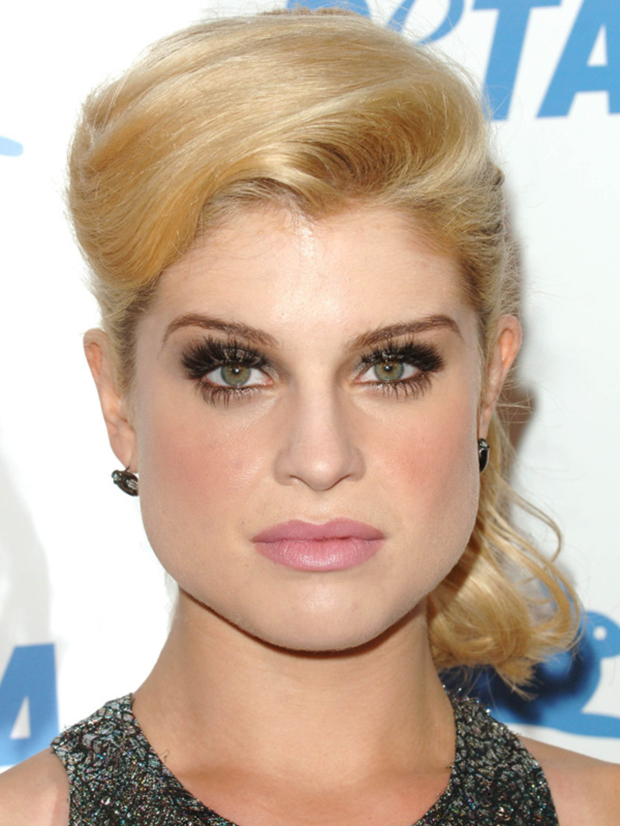 Kelly Osbourne pear face bangs