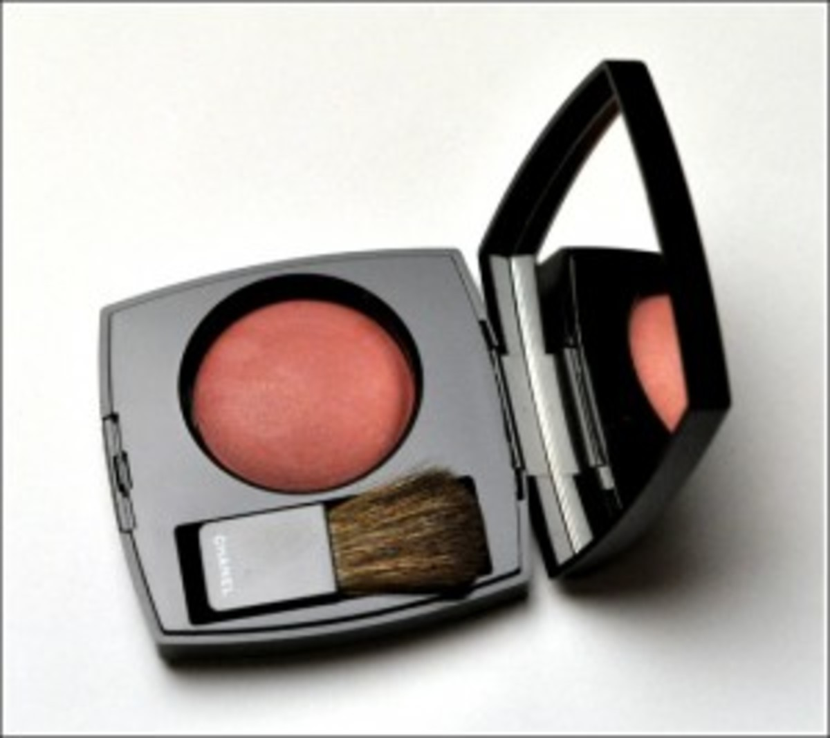 chanel-fall-2010-makeup-rose-temptation-blush-300x267