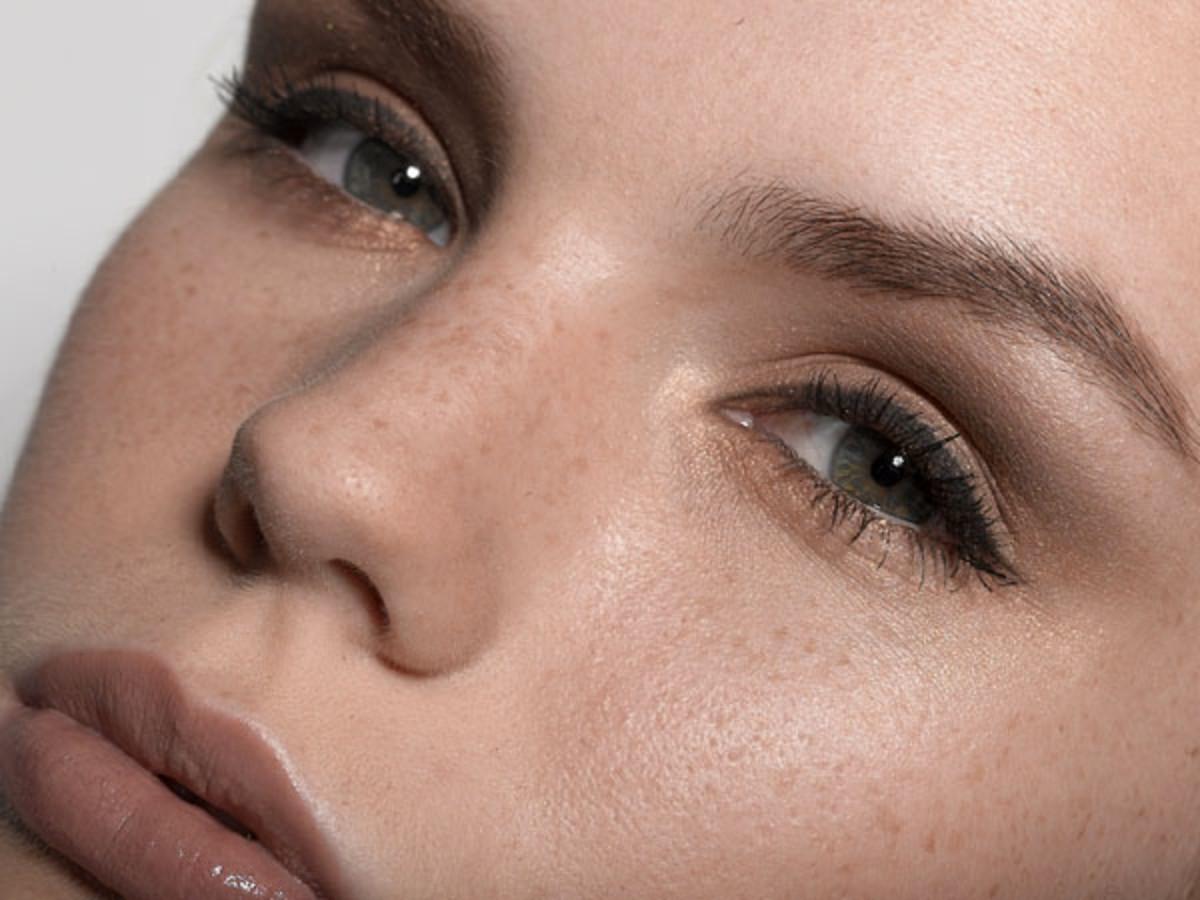 Mascara model
