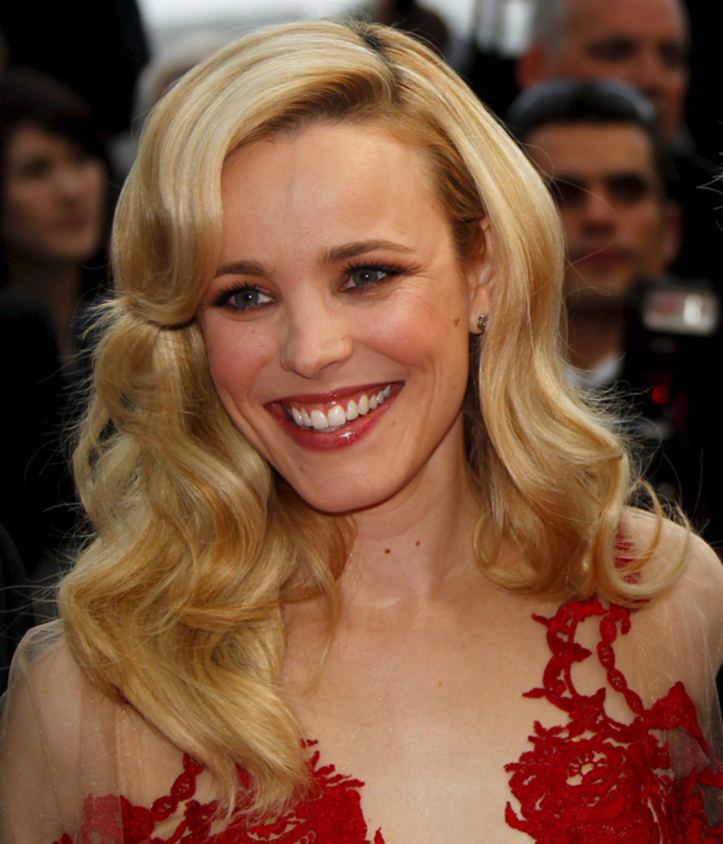 Rachel-McAdams-Midnight-In-Paris-Premiere-Cannes-2011-2