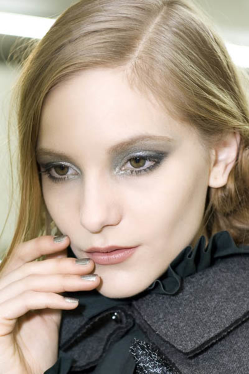 Chanel-fall-2011-makeup-backstage