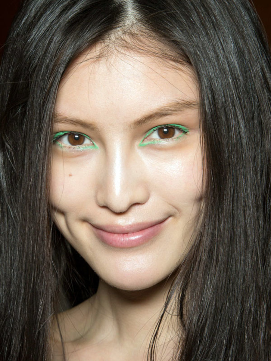 How To Wear Emerald Makeup Pantone S Colour Of The Year