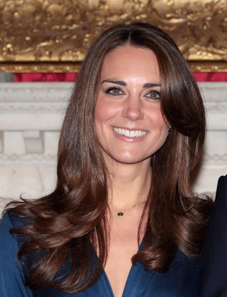 Kate-Middleton-engagement-hair-2