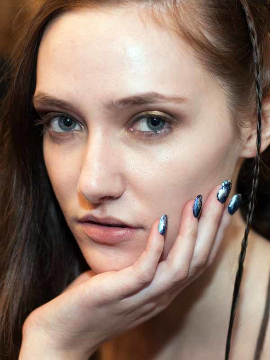 "Try This ""Oil Spill"" Nail Art Tutorial"