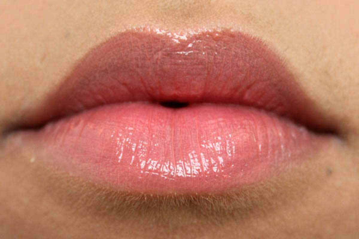 Revlon ColorBurst Lip Butter in Juicy Papaya (2)