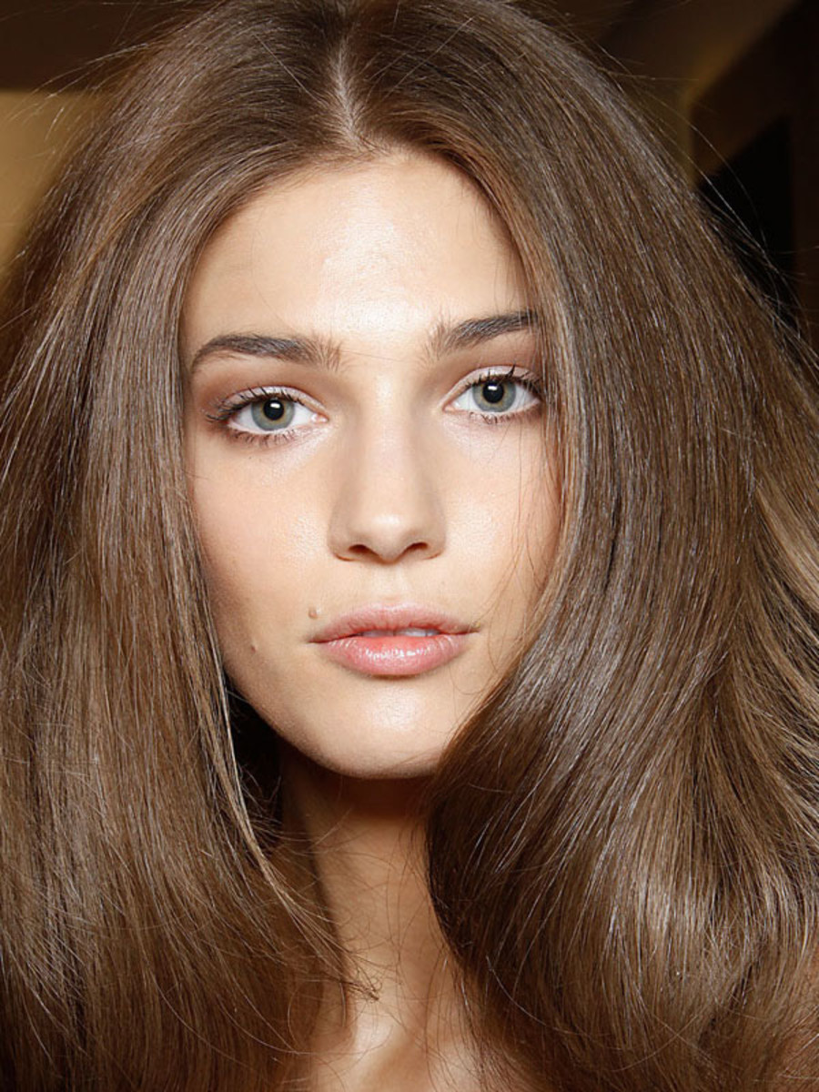 How To Blow Dry Style Hair How To Blowdry Your Hair At Home Like A Pro  Beautyeditor