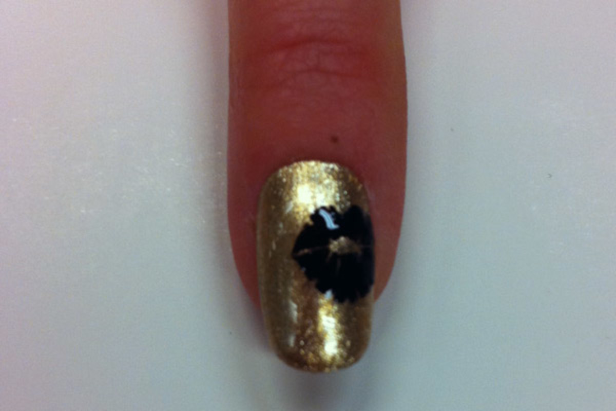 Bond girl nail art by Sally Hansen - kiss
