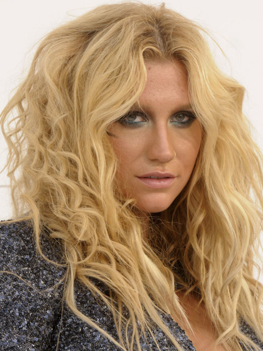 Kesha-Billboard-Music-Awards-2011