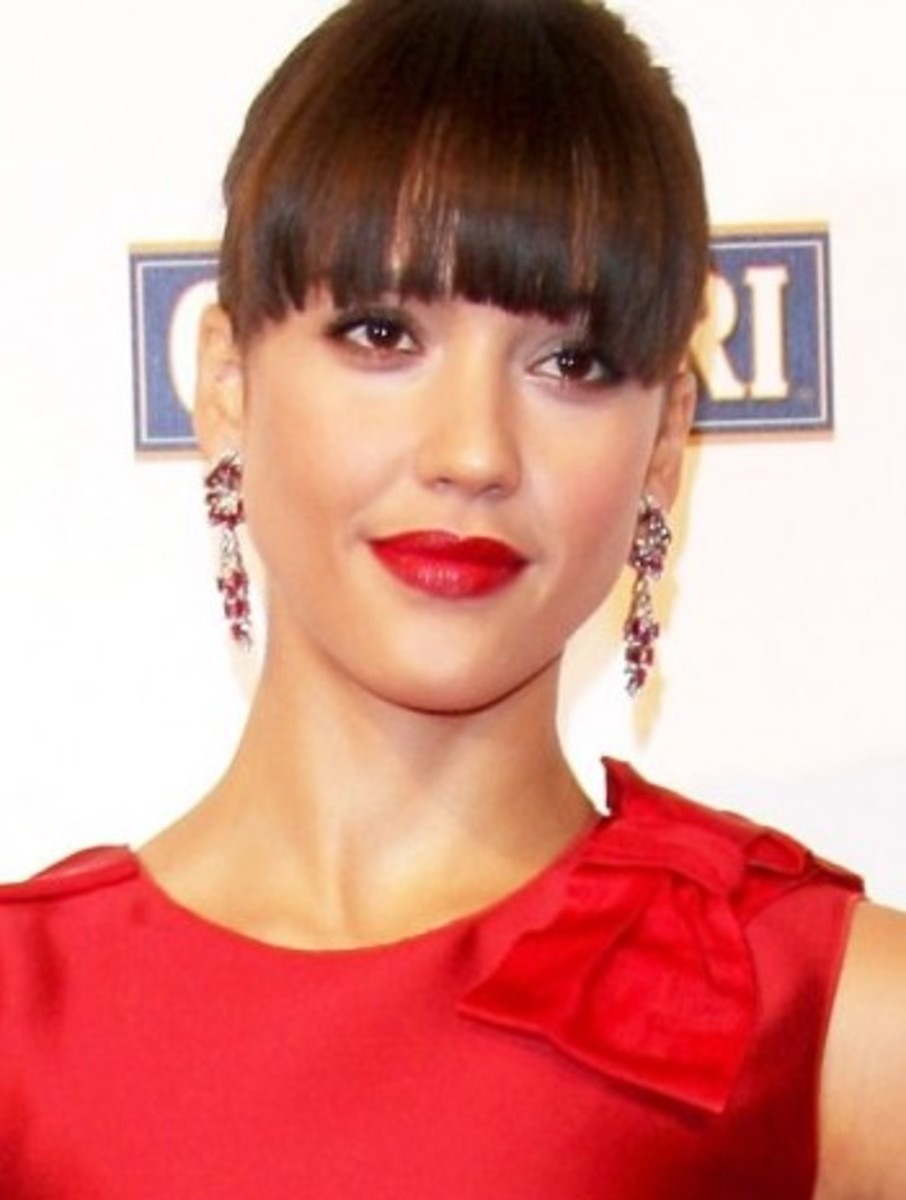 Jessica-Alba-bangs-red-lip