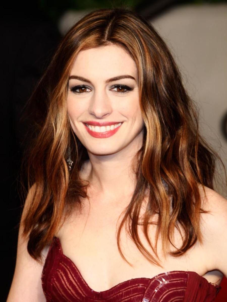 Anne-Hathaway-2011-Oscars