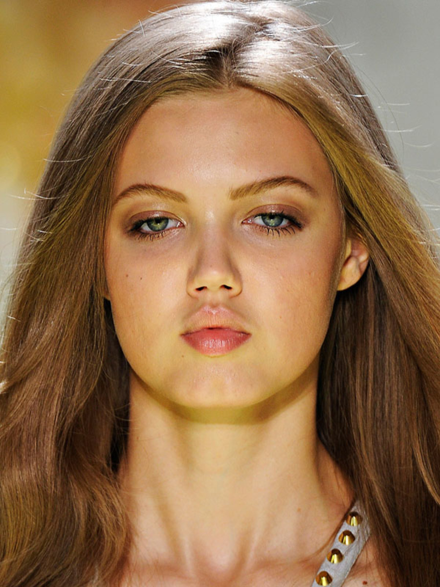 Versace-Spring-2012-beauty-2