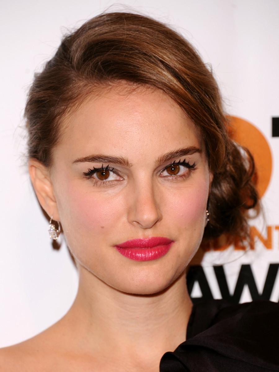 Natalie-Portman-fuchsia-lipstick