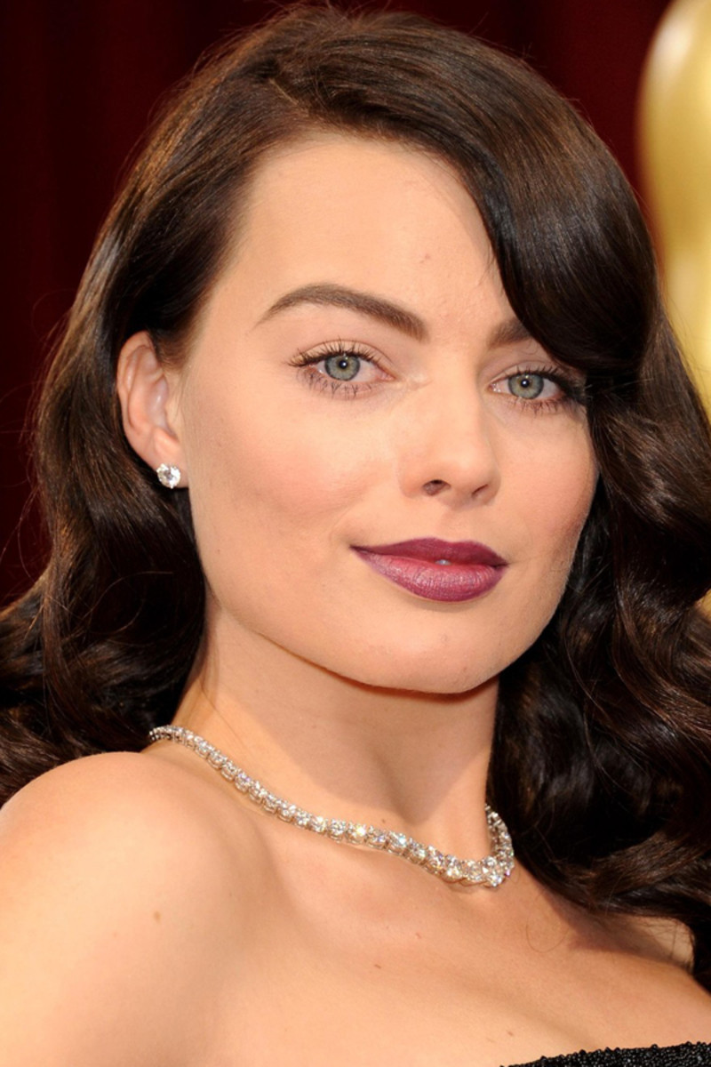 Oscars 2014 Margot Robbie S Dark Vampy Lips And Bold