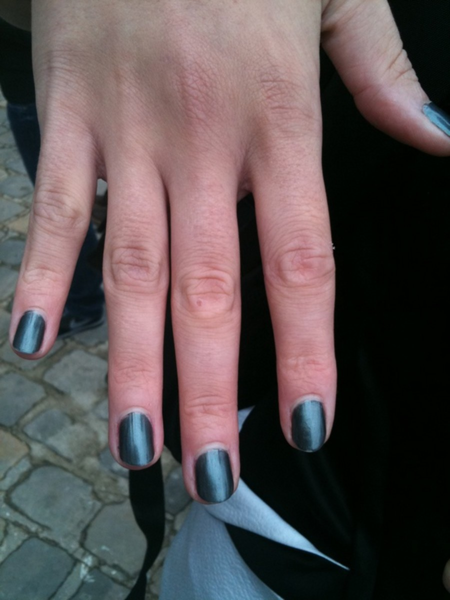 Chanel-SS-2011-nails