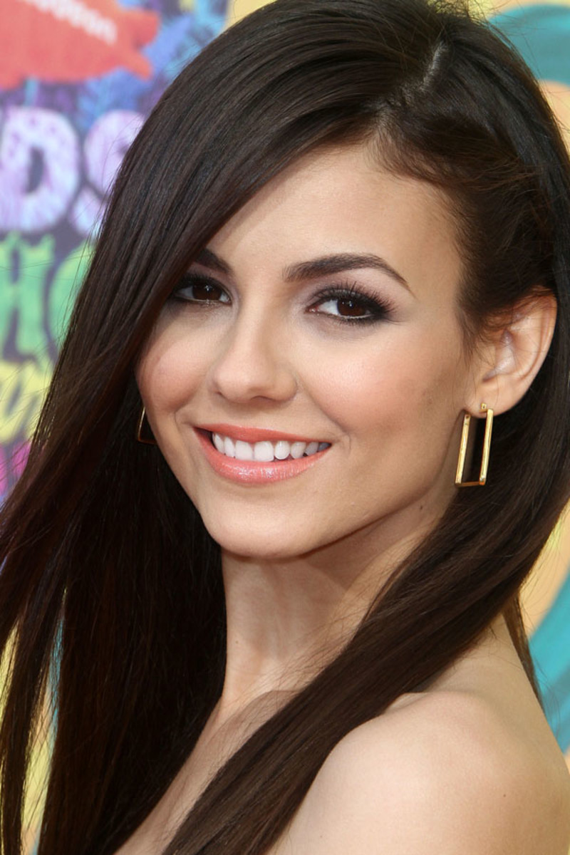 Victoria Justice attends The 27th Annual Nickelodeon Kids' Choice Awards in LA