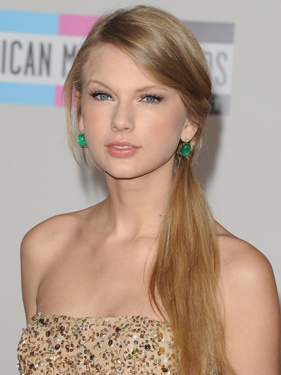 Taylor-Swift-2011-American-Music-Awards