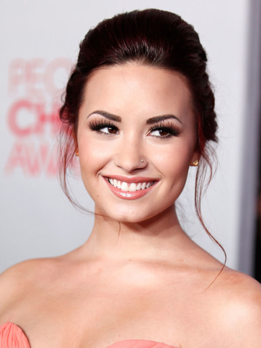 Peoples-Choice-Awards-2012-Demi-Lovato