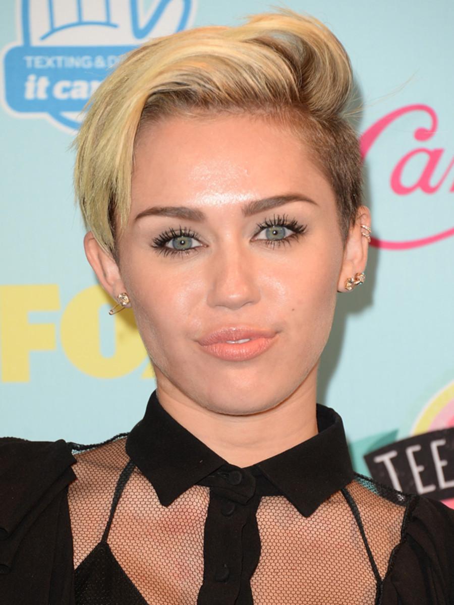 Miley Cyrus - Teen Choice Awards 2013